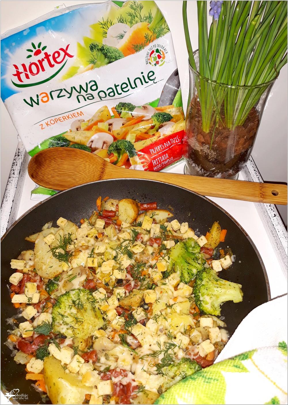 Mix warzyw z czosnkowymi grzankami i kabanosem (2)