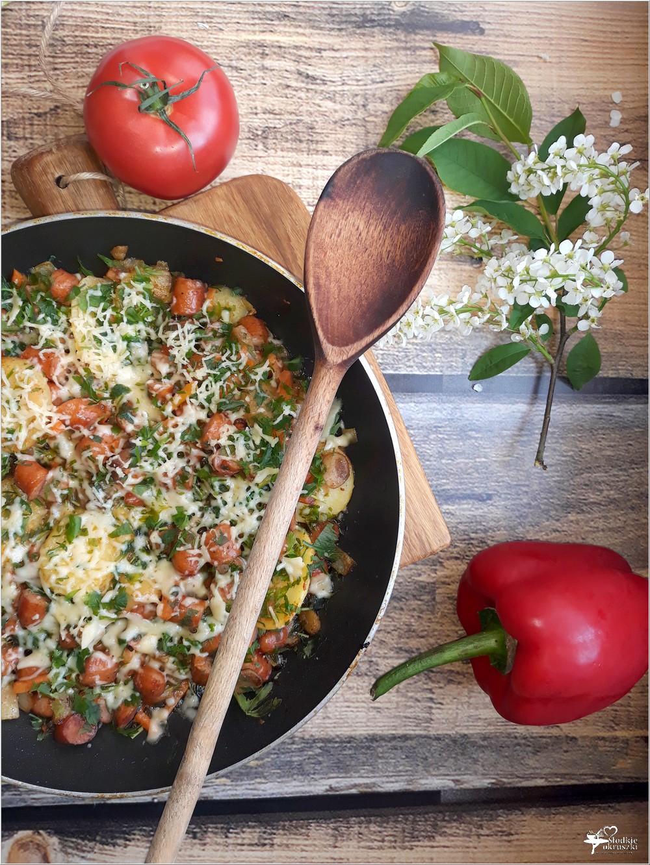 Frankfurterki smażone z warzywami i serem (3)