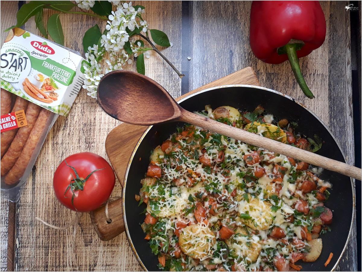 Frankfurterki smażone z warzywami i serem (5)