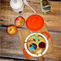 Pieczony deser. Banany, jabłka i syrop z karobu pod kruszonką (1)