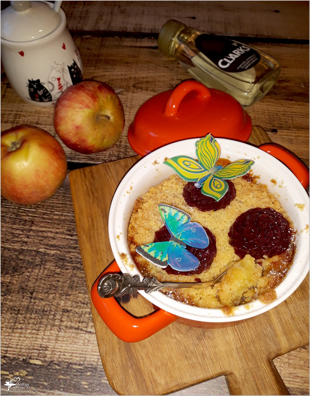 Nasz ulubiony prosty deser banany jabłka syrop z karobu i prosta kruszonka