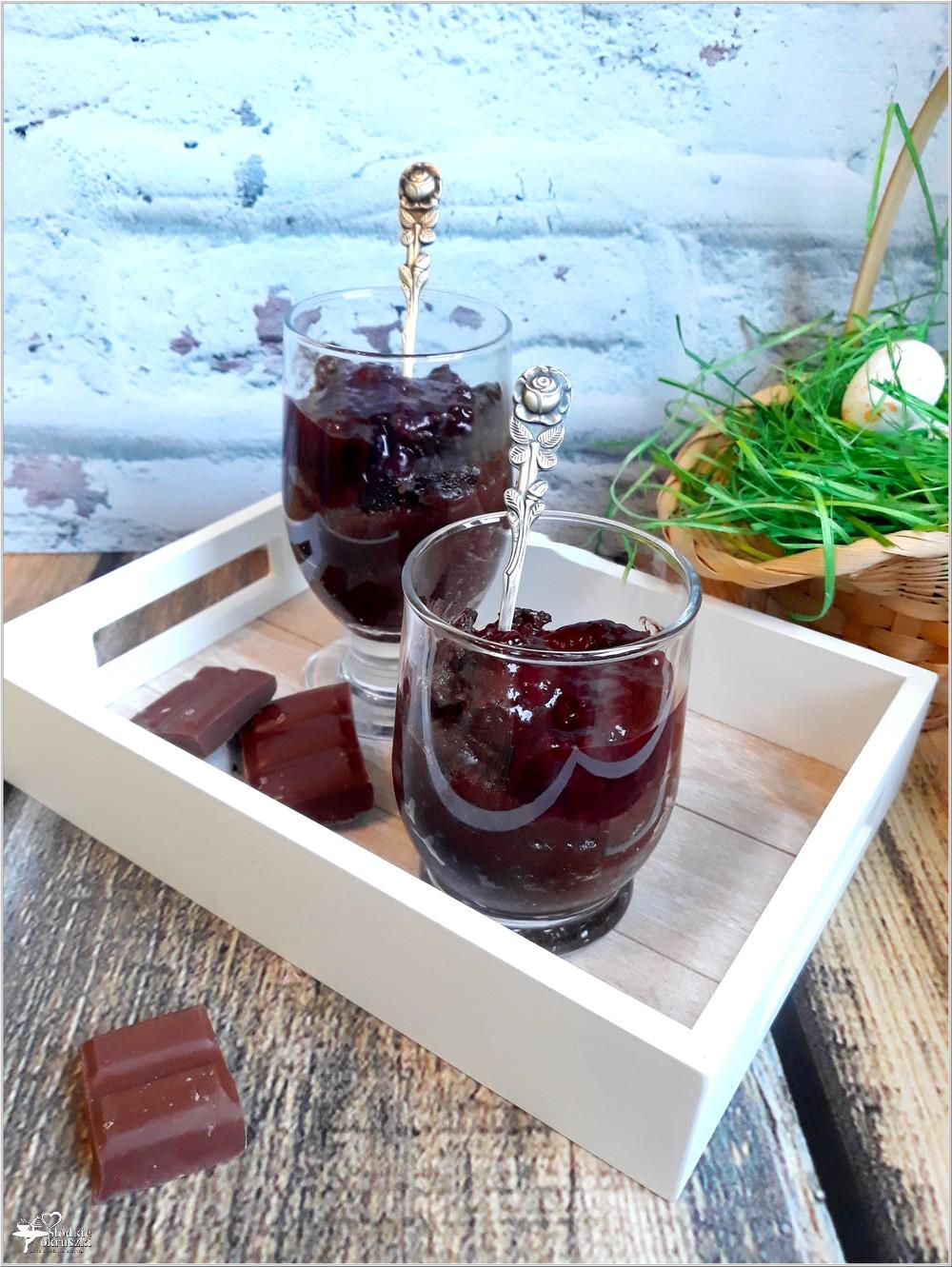 Ryżowy budyń czekoladowy z konfiturą owocową (1)