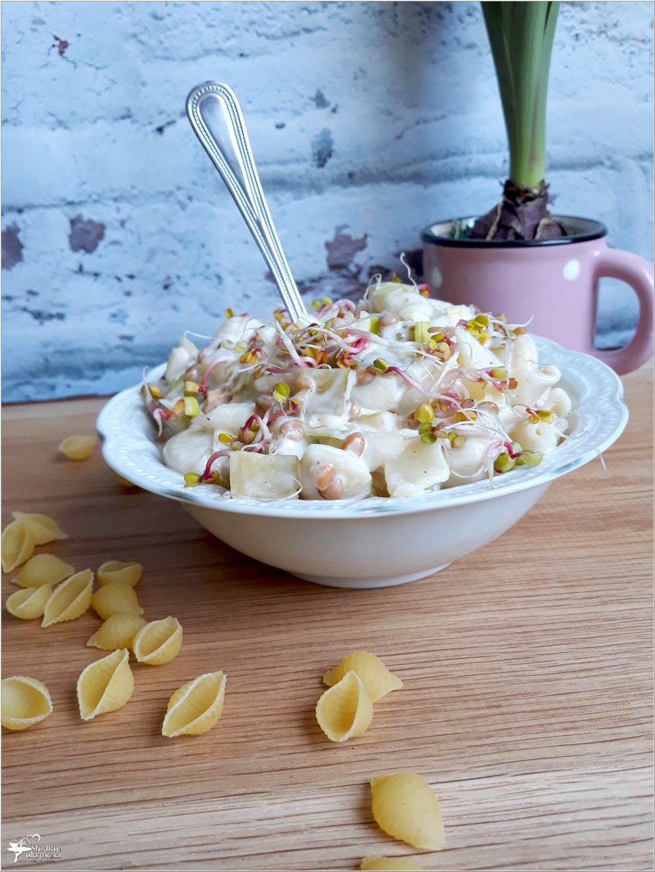 Szybka sałatka makaronowa z soczewicą i ogórkami (2)