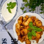 Szybkie paprykowo-ziołowe kawałki kurczaka z sosem czosnkowym