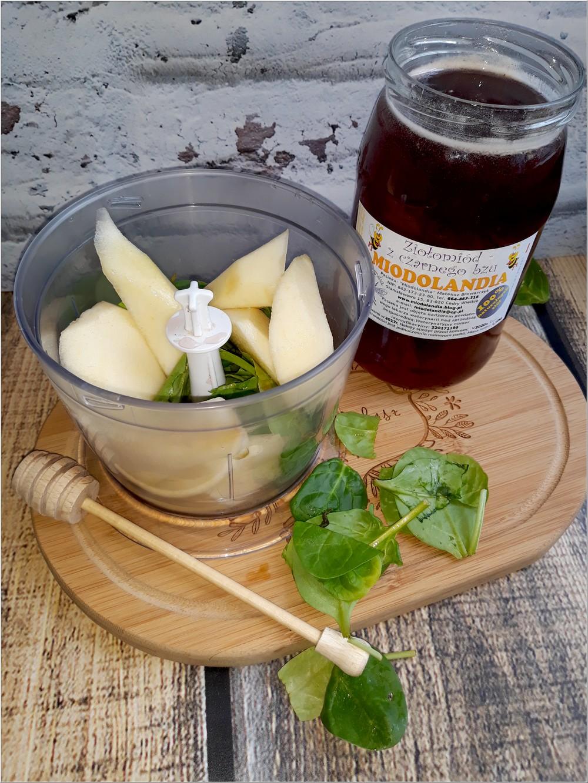 Zdrowe smoothie z gruszką, szpinakiem i ziołomiodem z czarnego bzu (2)