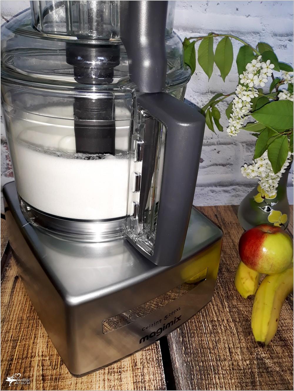 ubijanie białek do gofrów za pomocą wielofunkcyjnego robota kuchennego Magimix 5200XL Premium (2)