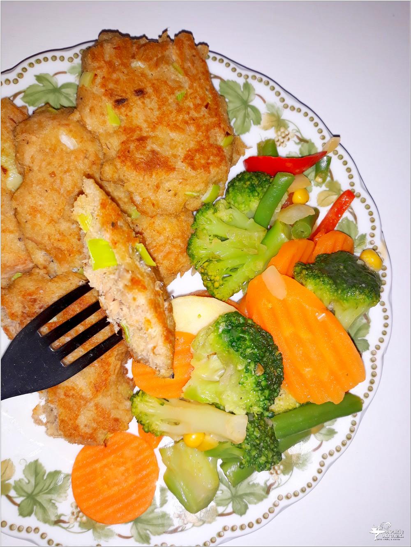 Kotleciki z tuńczyka z miksem warzyw (2)