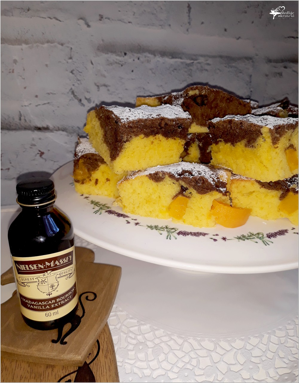 Proste i szybkie ciasto z owocami oraz dlaczego warto dodać ekstrakt waniliowy