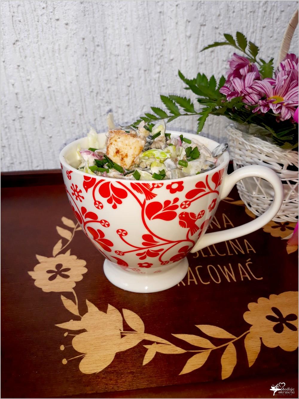 Sałatka z kurczakiem gyros i mieszanką orzechów, pestek dyni i słonecznika (1)