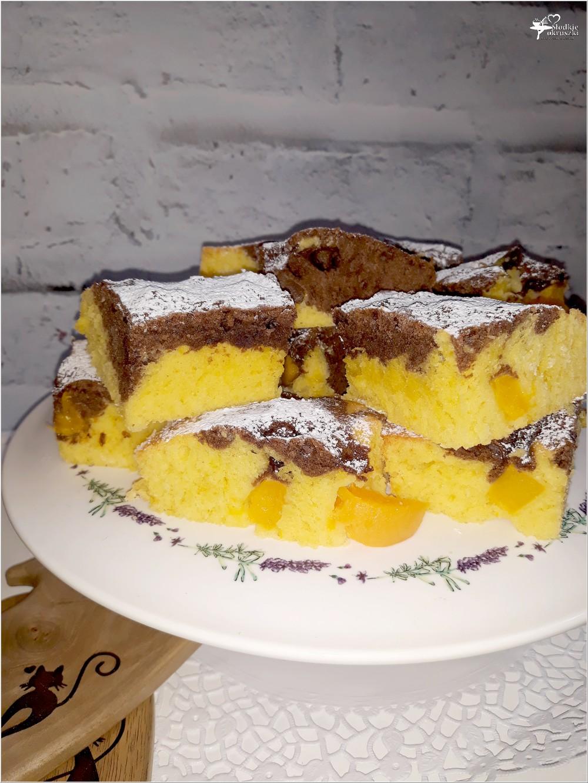 Szybkie i proste ciasto z owocami - ekstrakt waniliowy, kakao i brzoskwinie