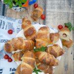 Bazyliowe bułeczki z frankfurterkami