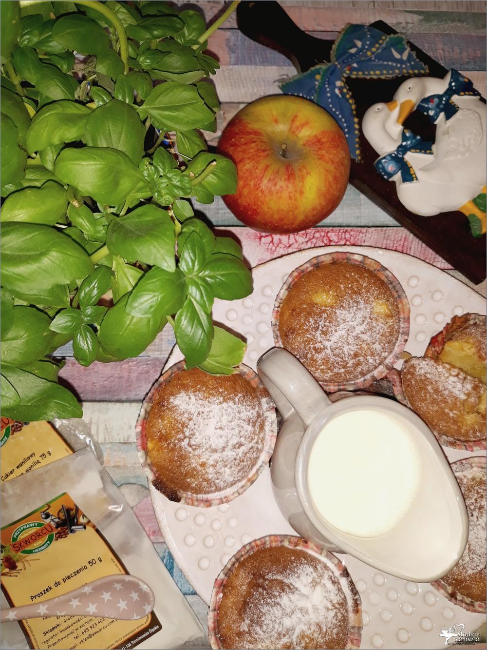 Waniliowe babeczki na maśle Przepis na pyszne babeczki z jabłkami