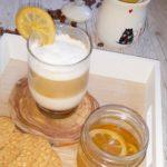Latte z syropem piernikowo-ciasteczkowym