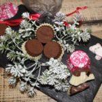 Domowe czekoladki z niespodzianką – pomysł na słodki prezent