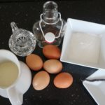 Jak zrobić domowy likier jajeczny? (przepis)