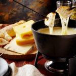 Serowe przekąski na weekend – 3 pyszne przepisy