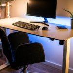 Biurko elektryczne – nowoczesna wersja tradycyjnego biurka komputerowego
