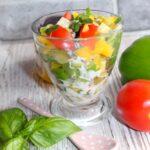 Lekko pikantna sałatka z jogurtowo-miodowym dressingiem