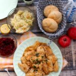 Piersi z kurczaka w prostym sosie – rodzinny obiad