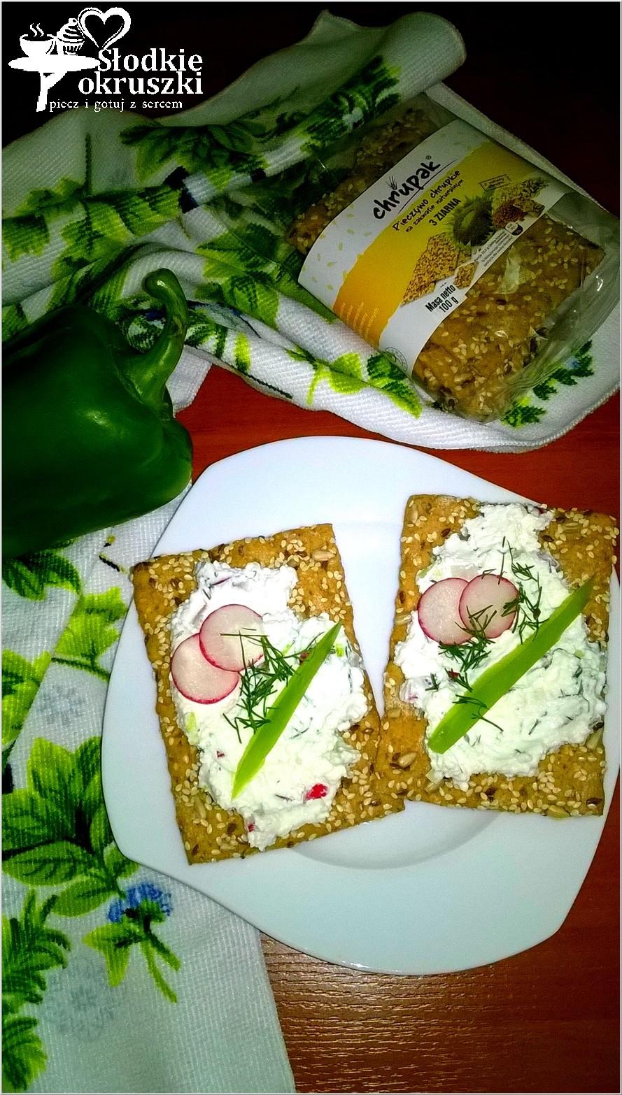 Chrupkie kanapki ze zdrową pastą koperkową