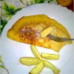 Delikatny omlet jabłkowy z miodem i cynamonem