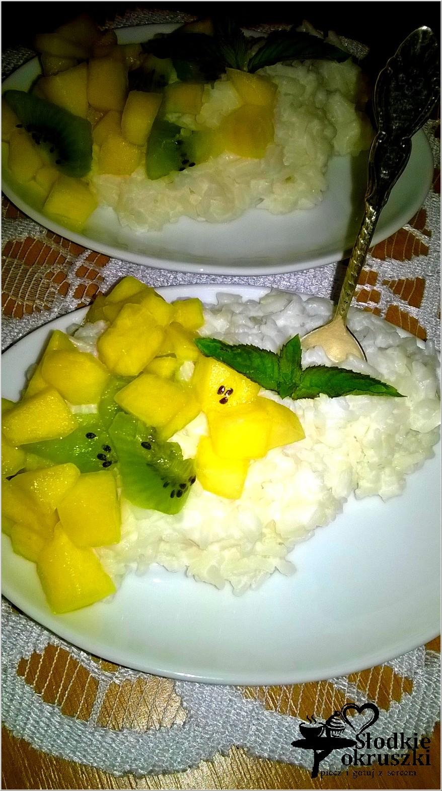 Jogurtowy ryż miętowy z owocami