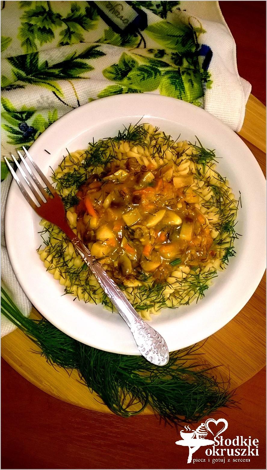 Makaron w warzywno-koperkowym sosie. Pomysł na pyszny obiad.