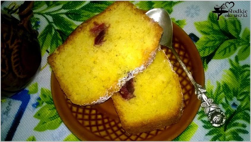 Pyszne migdałowe ciasto z owocami