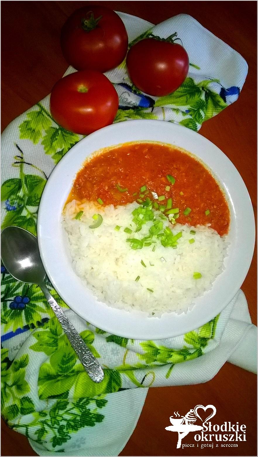 Ryż z pomidorowym sosem ziołowy. Obiad.
