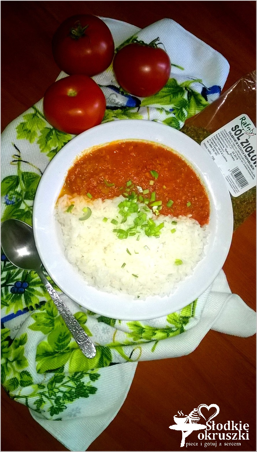 Ryż z pomidorowym sosem ziołowy. Obiad