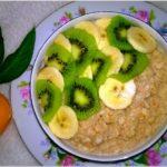 Ryżowo-orkiszowy pudding cynamonowy z owocami