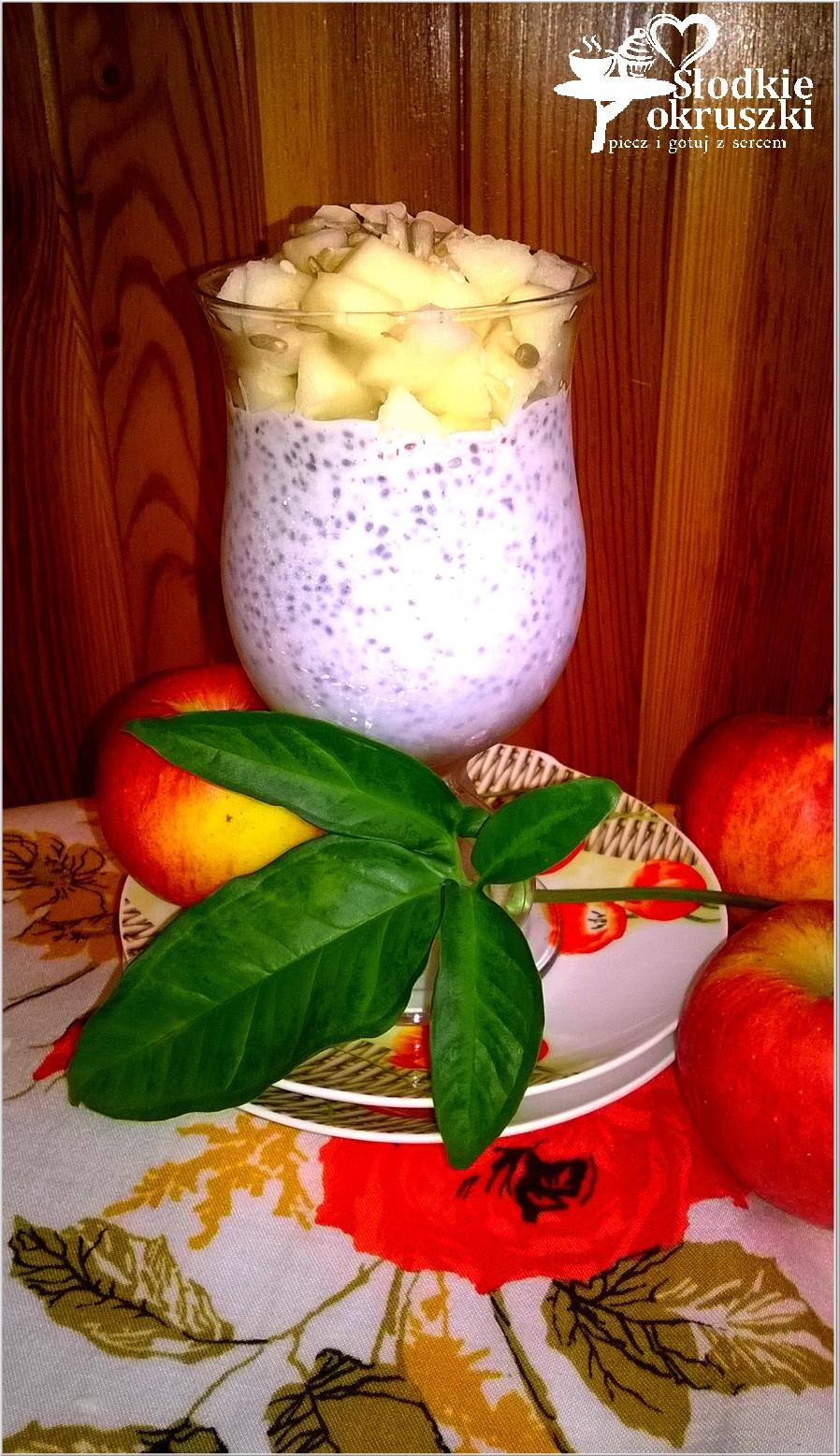 Sernikowy deser chia z jabłkami i cynamonem