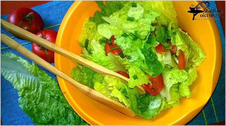 Surówka obiadowa z sałaty rzymskiej z cytrynowym pieprzem