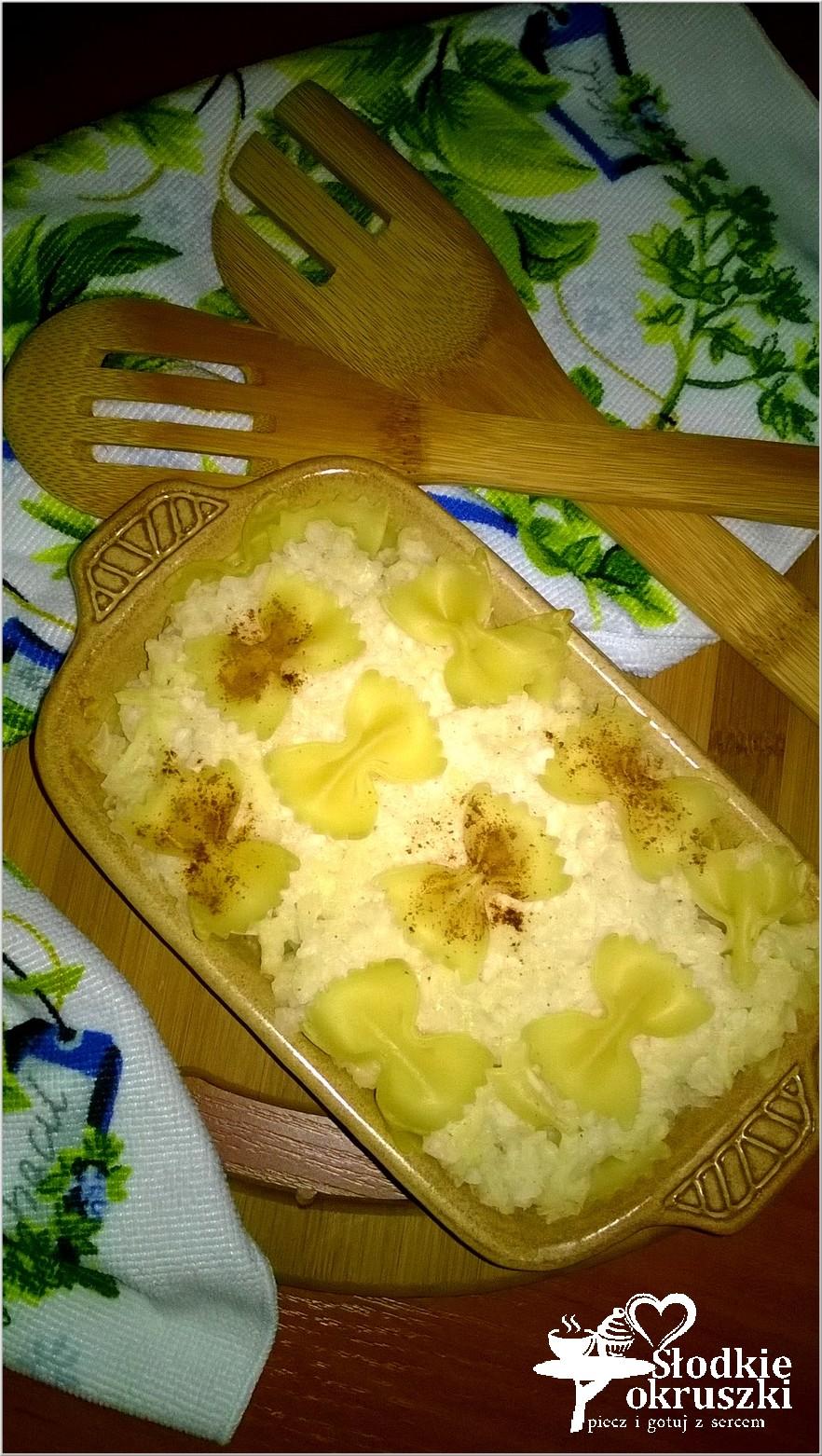 Zapiekane kokardki makaronowe z jabłkiem, ryżem i cynamonem