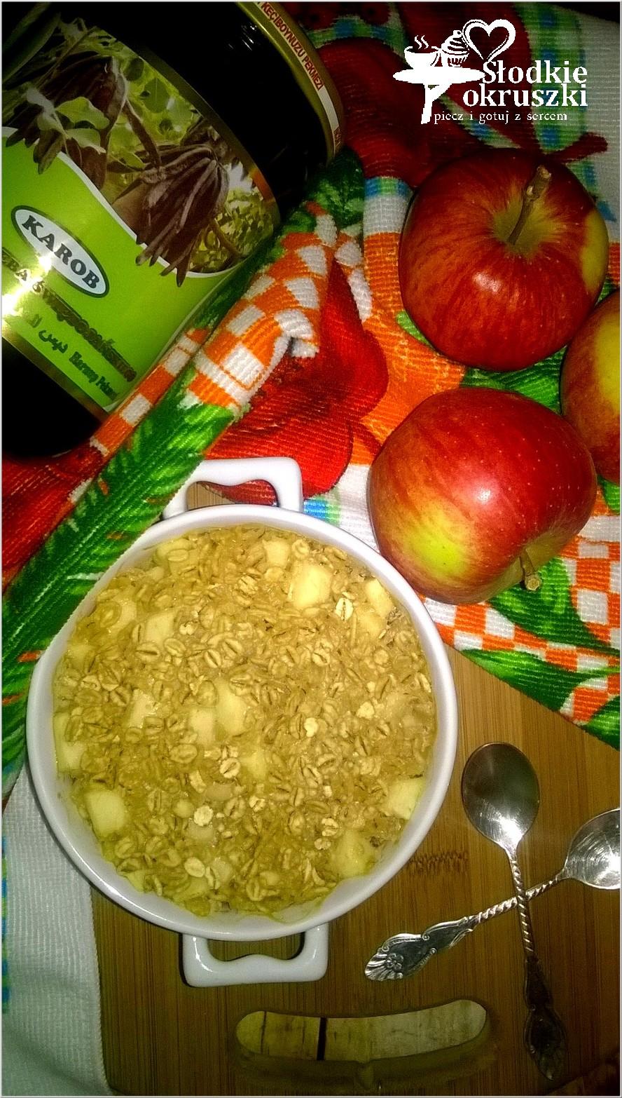 Zapiekane płatki jęczmienne z jabłkiem i melasą.