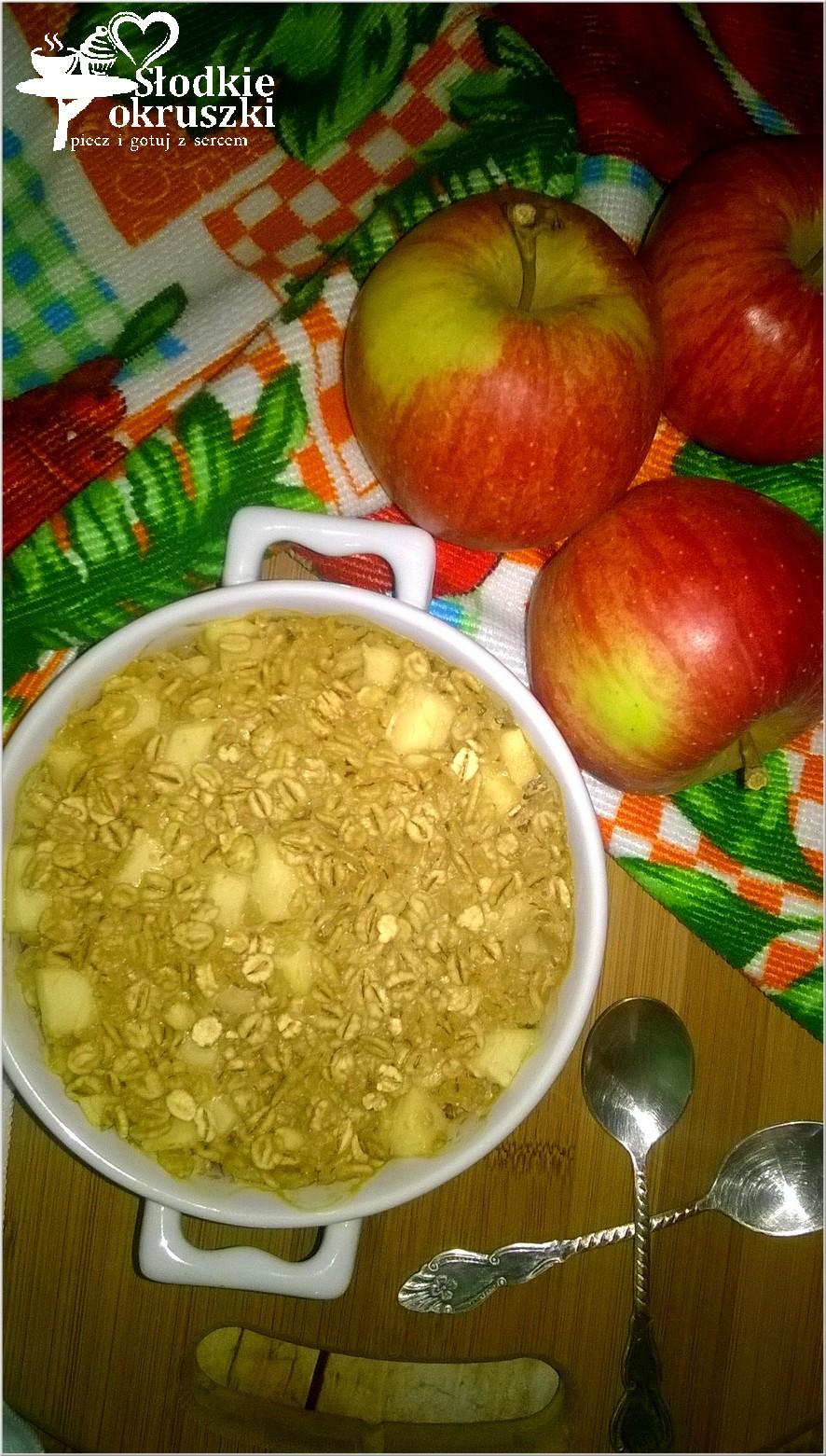 Zapiekane płatki jęczmienne z jabłkiem i melasą
