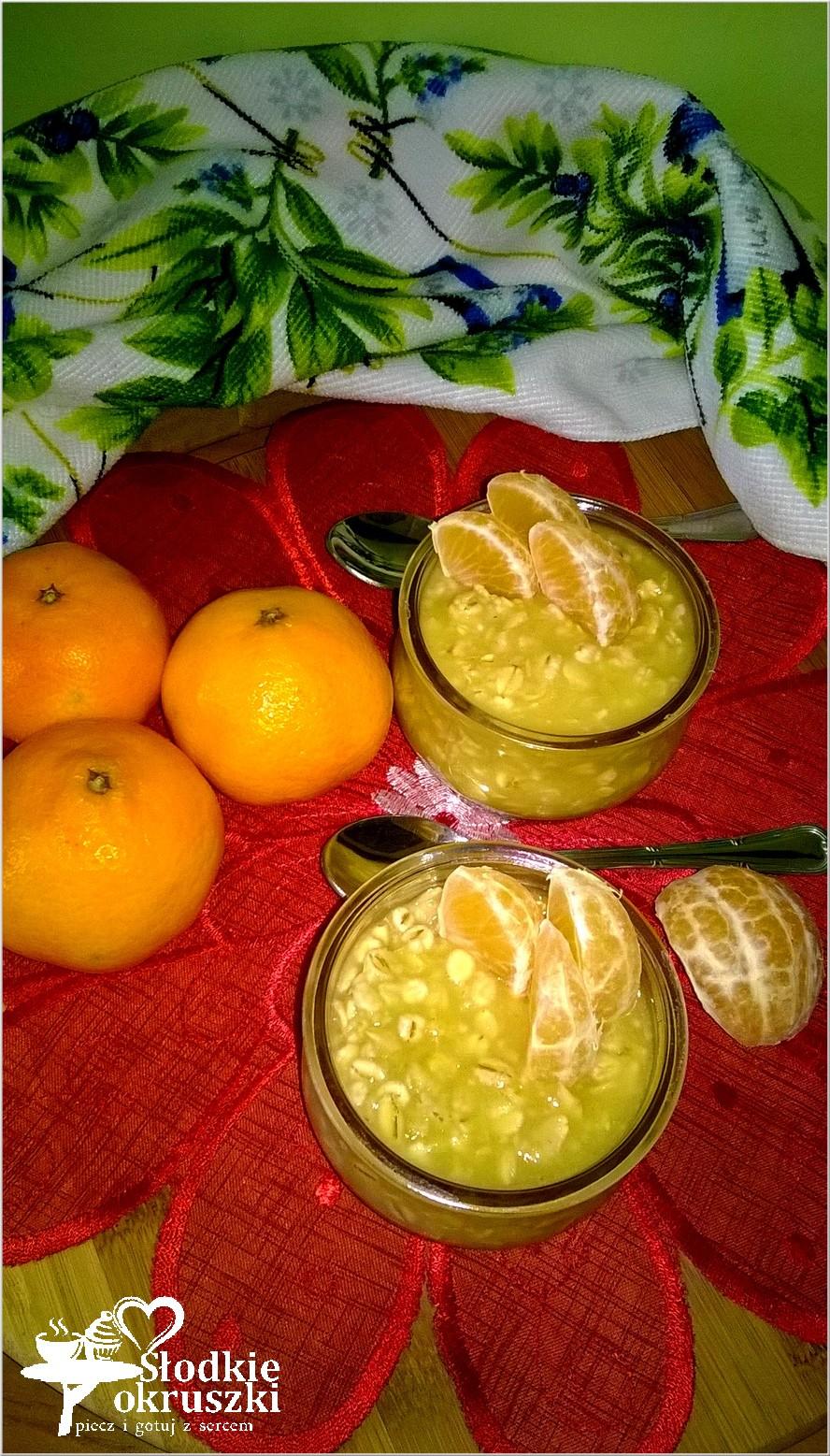 Zdrowy kisiel ananasowy z płatkami owsianymi i jęczmiennymi.