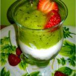 Zielony pucharek pełen smaku i zdrowia. Lekko i pysznie.