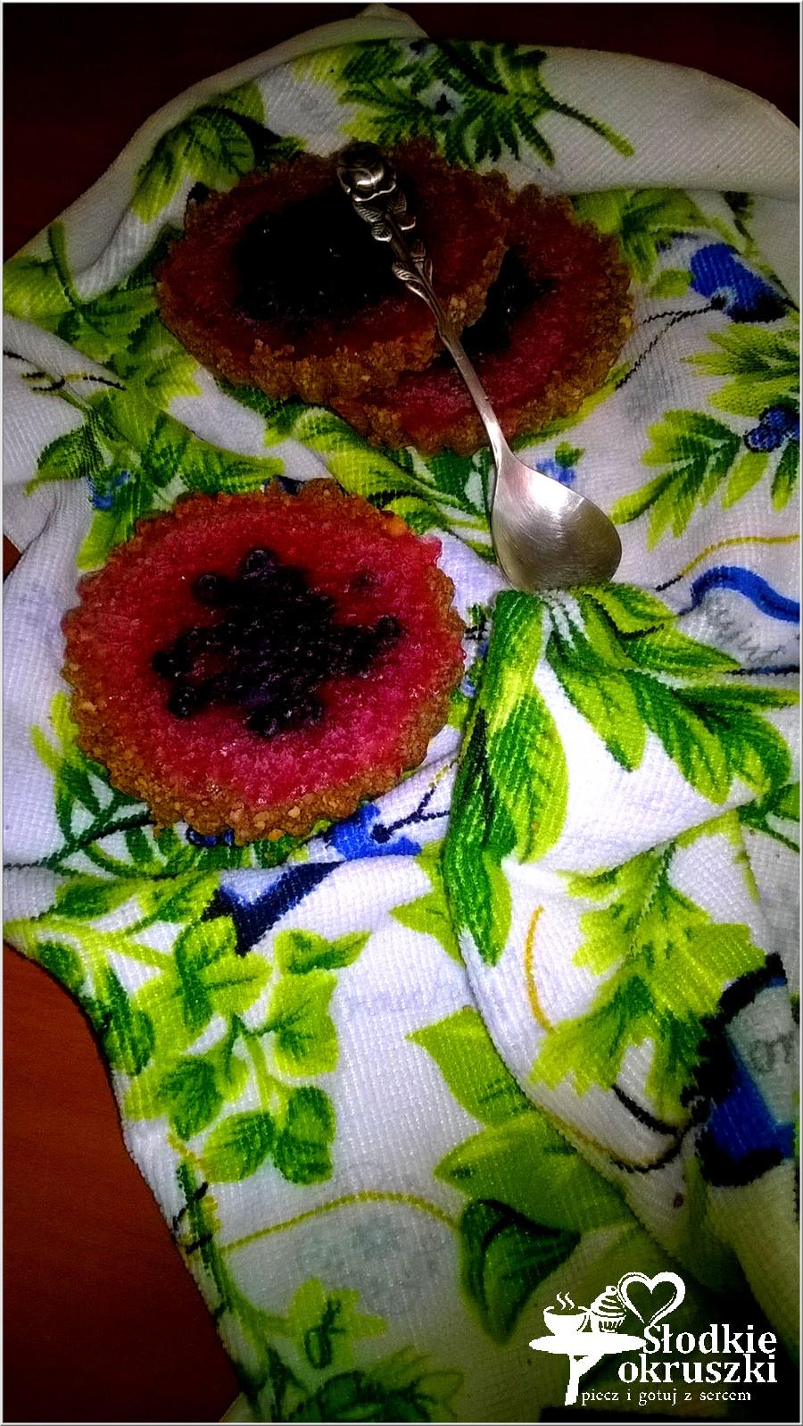 Deser na lato. Tartaletki z galaretką i owocami (bez pieczenia).
