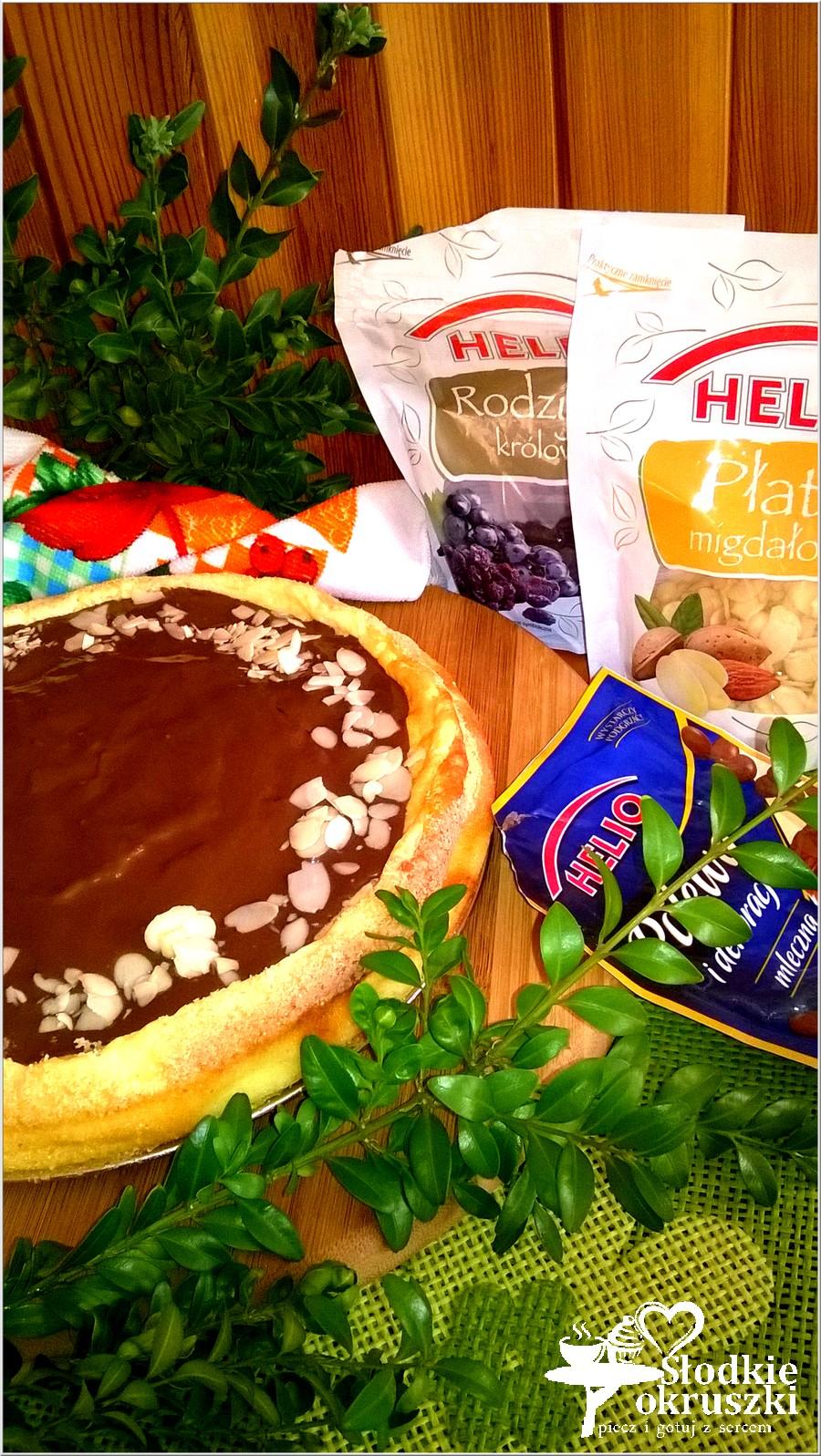Delikatny sernik z rodzynkami i czekoladową polewą (2)