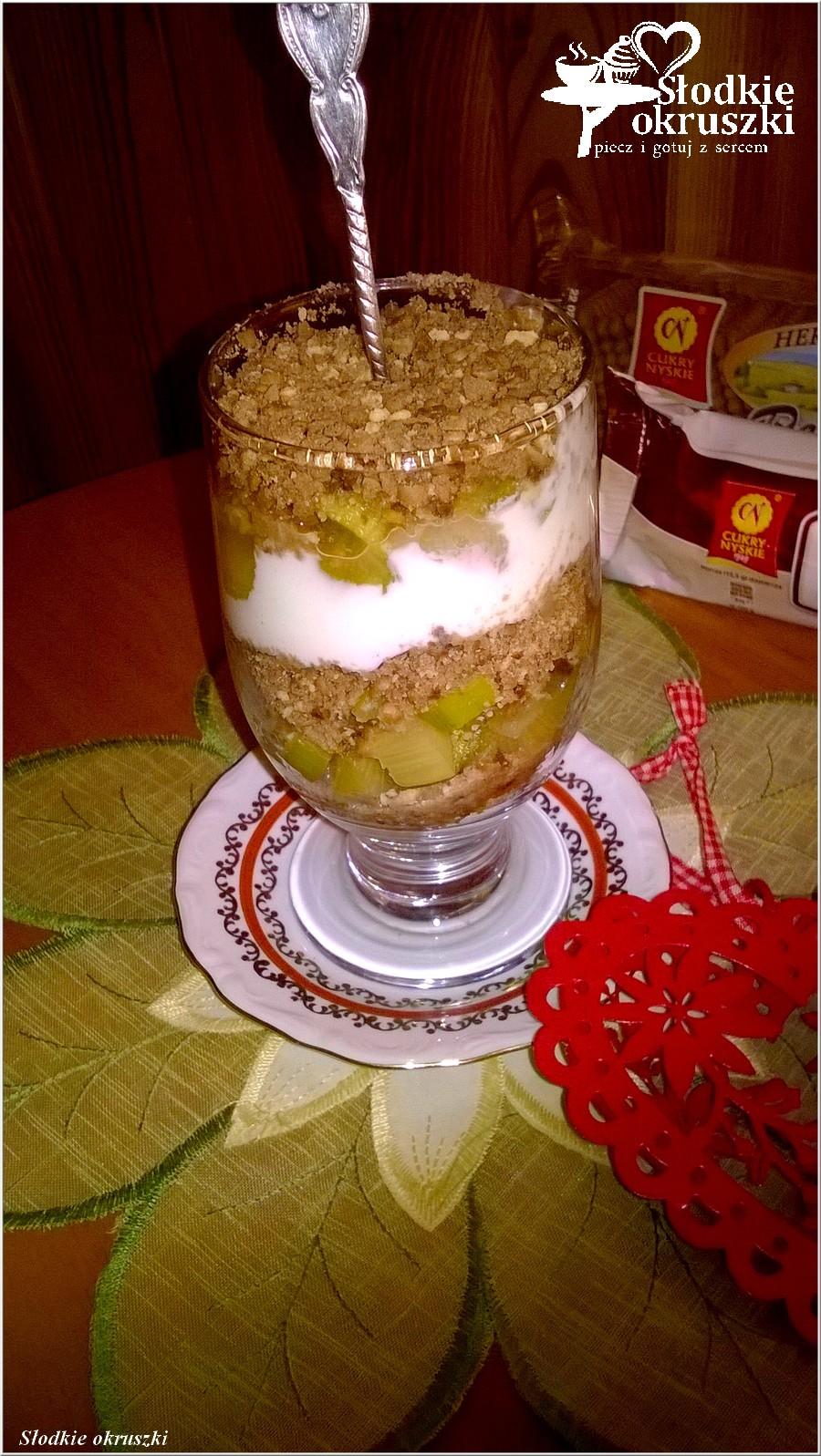 Deser warstwowy z rabarbarem i ciasteczkami (4)