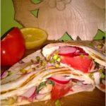 Grillowana tortilla z kurczakiem i warzywami w sosie musztardowym