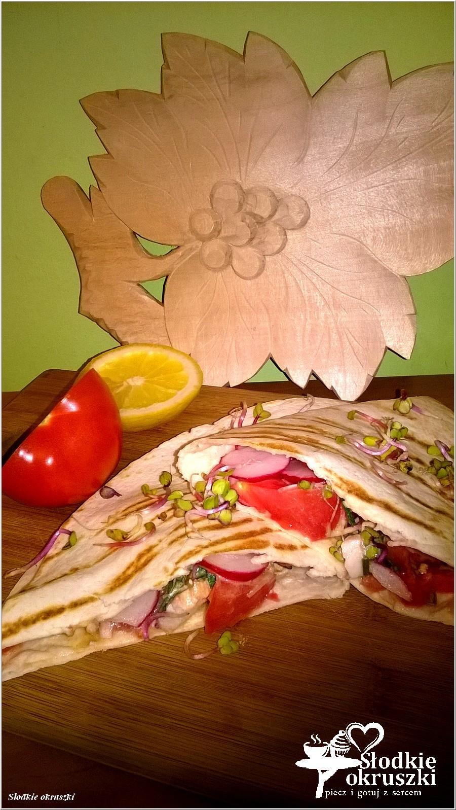 Grillowana tortilla z kurczakiem i warzywami w sosie musztardowym (2)