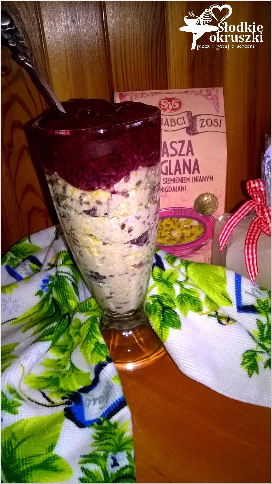 Kasza jaglana w pucharku z jagodowymi lodami (2)