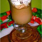 Kawa marcepanowa z czekoladą i bitą śmietaną