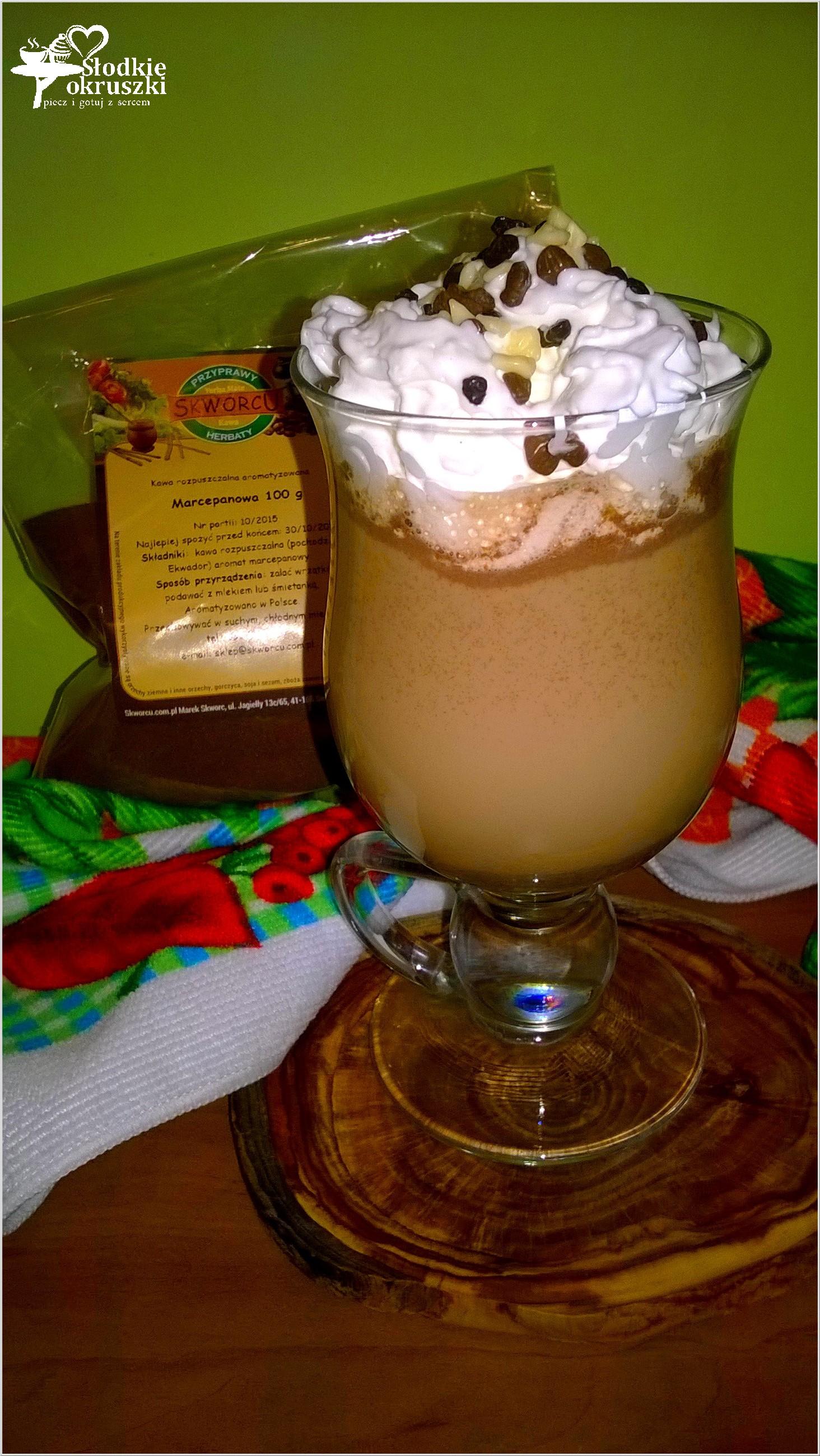 Kawa marcepanowa z czekoladą i bitą śmietaną (2)