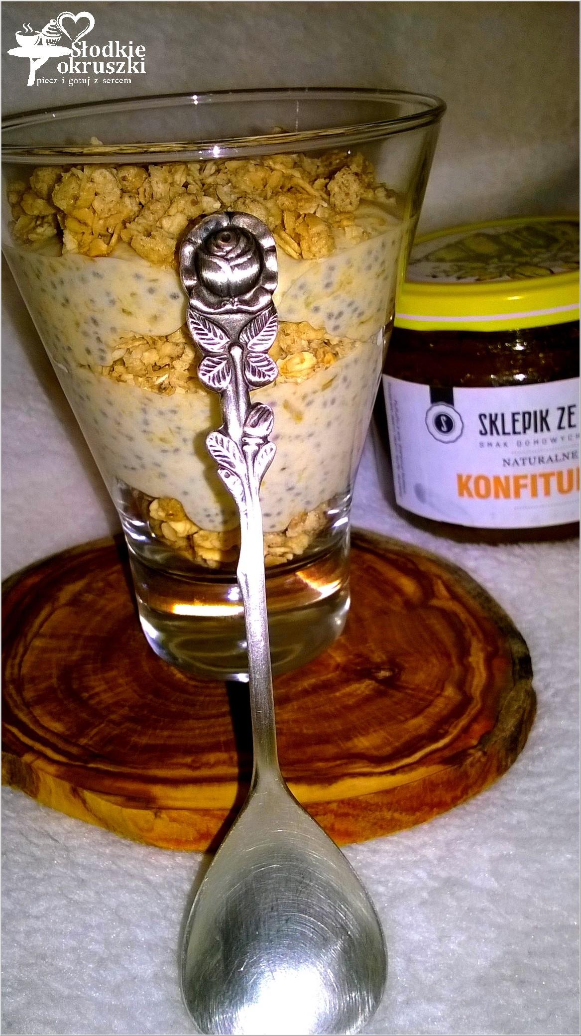 Kokosowo dyniowy pudding chia z chrupiącym crunchy