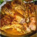 Kurczak pieczony w ziołach i rosole. Pomysł na szybki obiad.