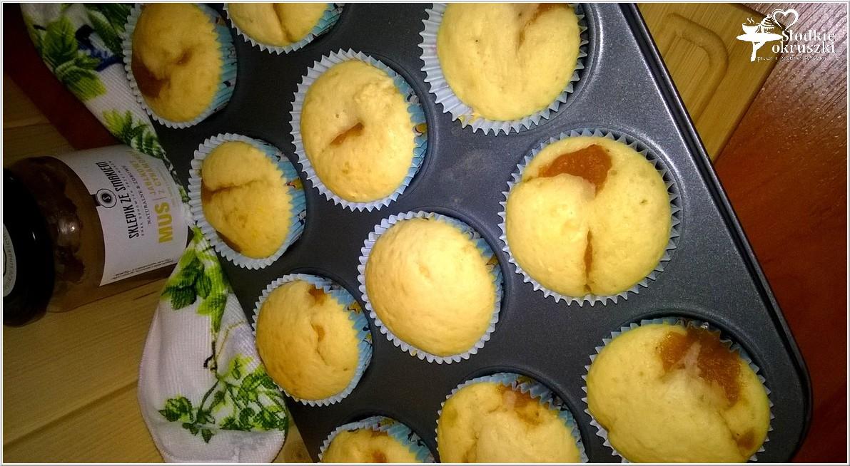 Małe szarlotki w formie muffinek (3)