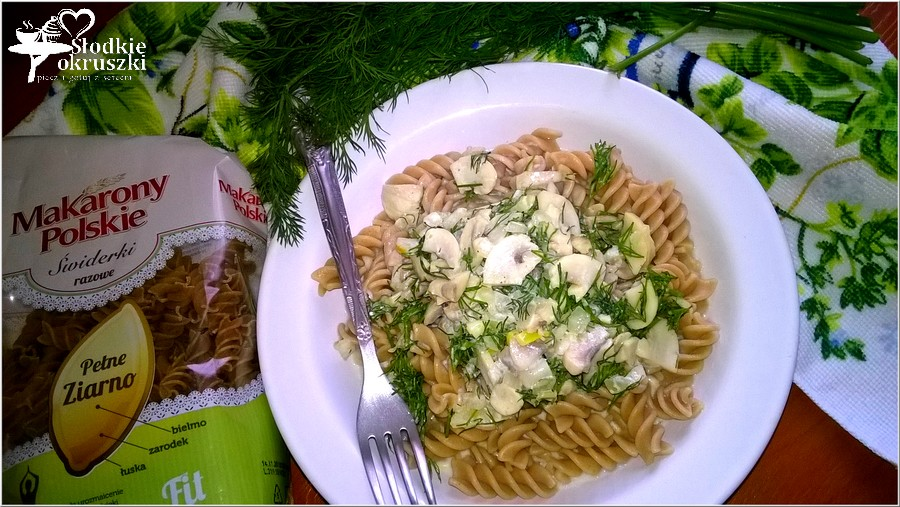 Obiad fit. Rozowy makaron w lekkim pieczarkowym sosie (1)
